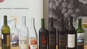 Akademicy uczyli się oceniać wino i pracowali w winnicy